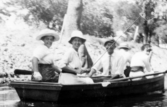 Harry Truman and Bess Wallace fishing with friends during their courtship. (HSTL)