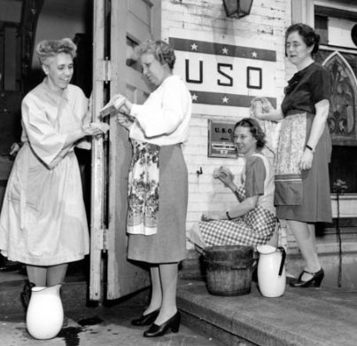 Bess Truman volunteering with the USO. (HSTL)