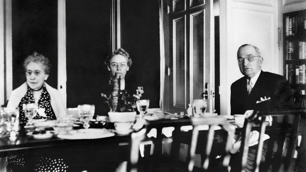 Madge Wallace, her daughter-in-law May and son-in-law President Truman breakfasting in the White House. (HSTL)